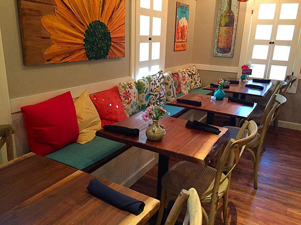 Cozy's Cottage indoor dining area