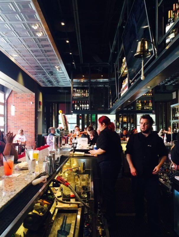 Bar at TGI Fridays at Stone Creek Cincinnati